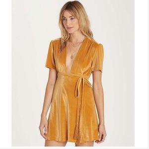 Billabong wrap around dress